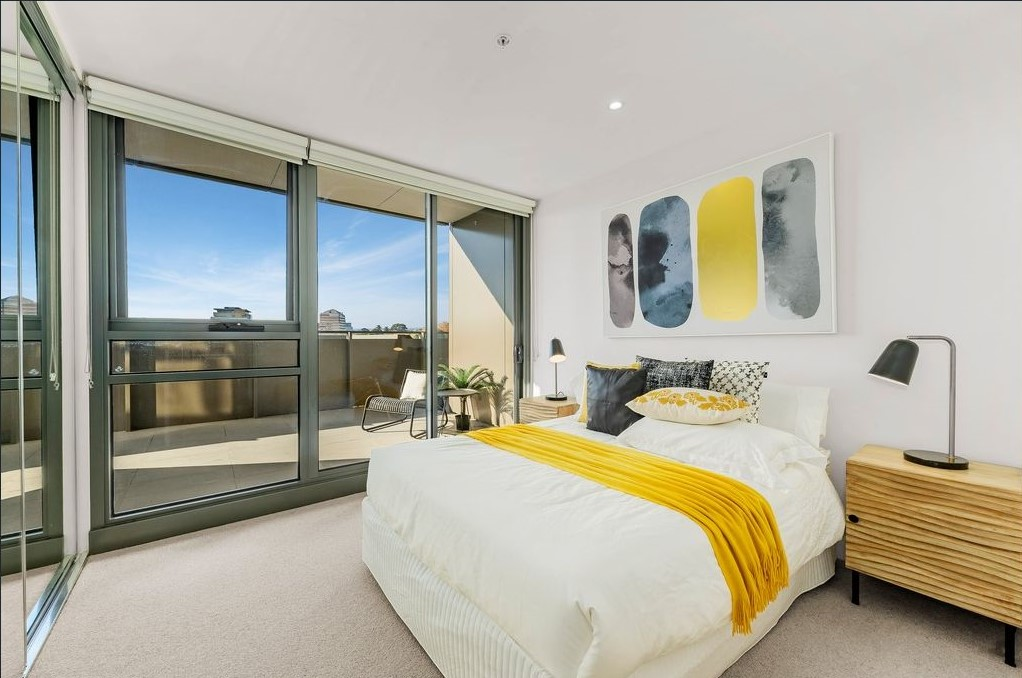Amazing luxurious 3 bedroom apartment in Caulfield