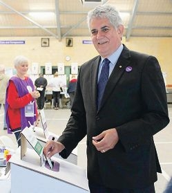 Ken Wyatt posts his vote in the Federal Election.