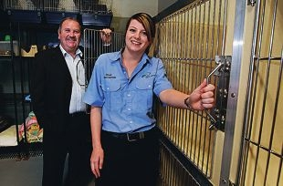 Rockingham Mayor Barry Sammels and ranger Emma Gillham. Picture: Elle Borgward www.communitypix.com.au d409186