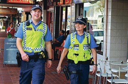 Constable Shane Byers and Constable Lynda O'Hanlon patrolling the strip in Victoria Park. Picture: Elle Borgward www.communitypix.com.au d408128