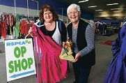 Port Kennedy store manager Sue Stewart with long-time volunteer Beth Philipps. Picture: Elle Borgward d407177