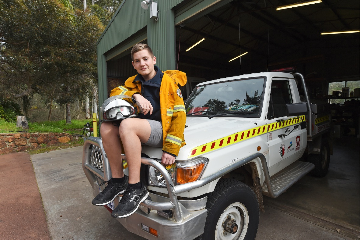 15yo Bedfordale fire cadet wins volunteering award