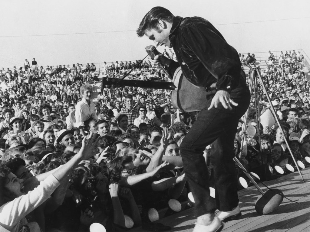 elvis-black-and-white-presley-performing-live-on-stage-270804-1024x768