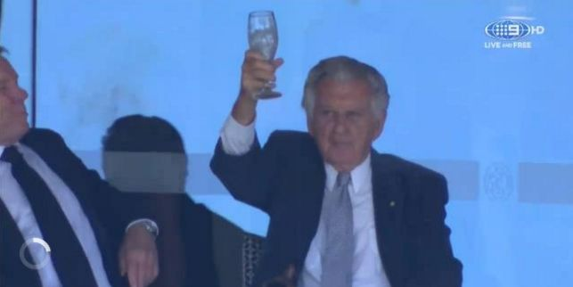 Bob Hawke raises his empty glass to the crowd after skolling a beer at the SCG today. Picture: Channel Nine.