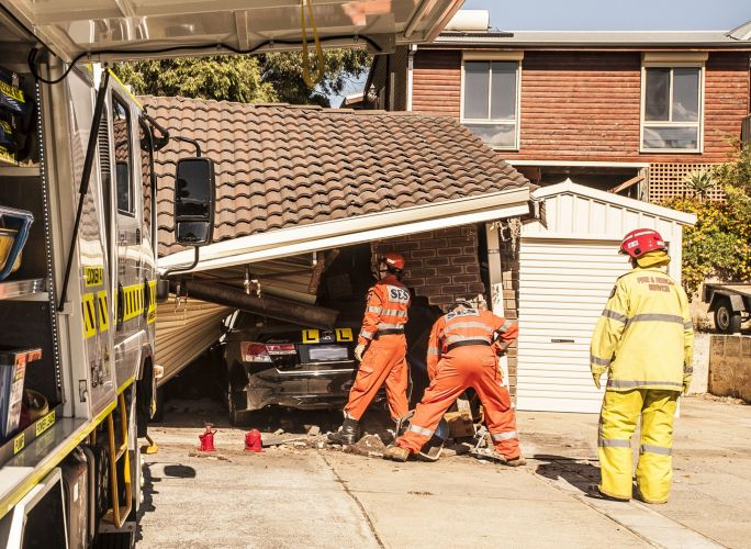 Car crashes into garage of quinns rocks home community for Rock auto garage