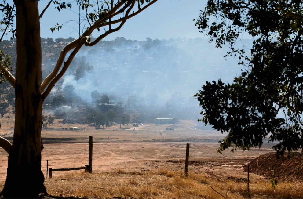 Residents urged to be cautious as Upper Swan bushfire continues to burn