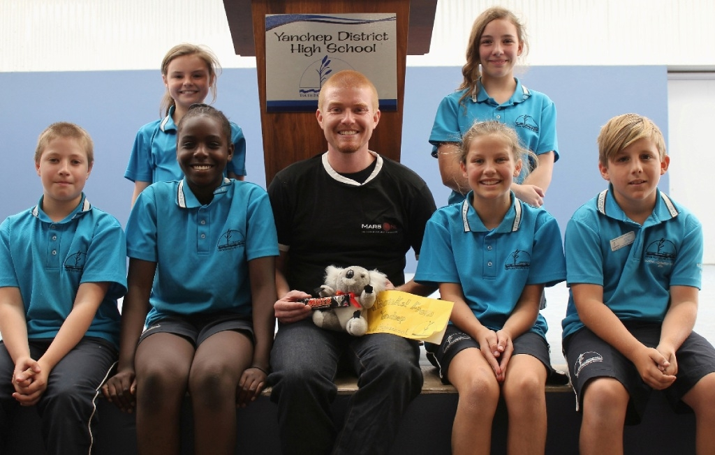 Science comedian Josh Richards with Yanchep District High School students Ailish Jackson, Ashleigh Clark, Amelia Guthrie, Agnes Justine, Linden Holmes and Jye Luff.