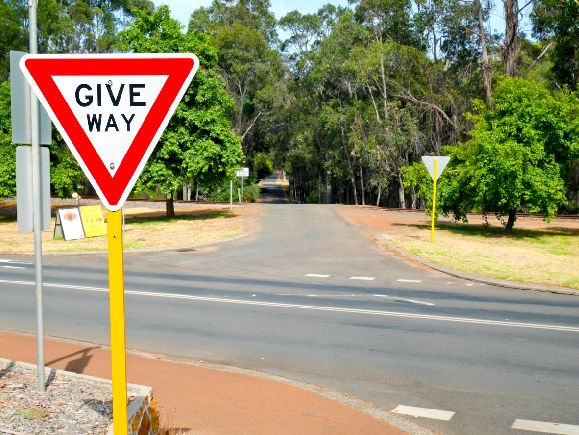Hutton Street needs a give way sign.