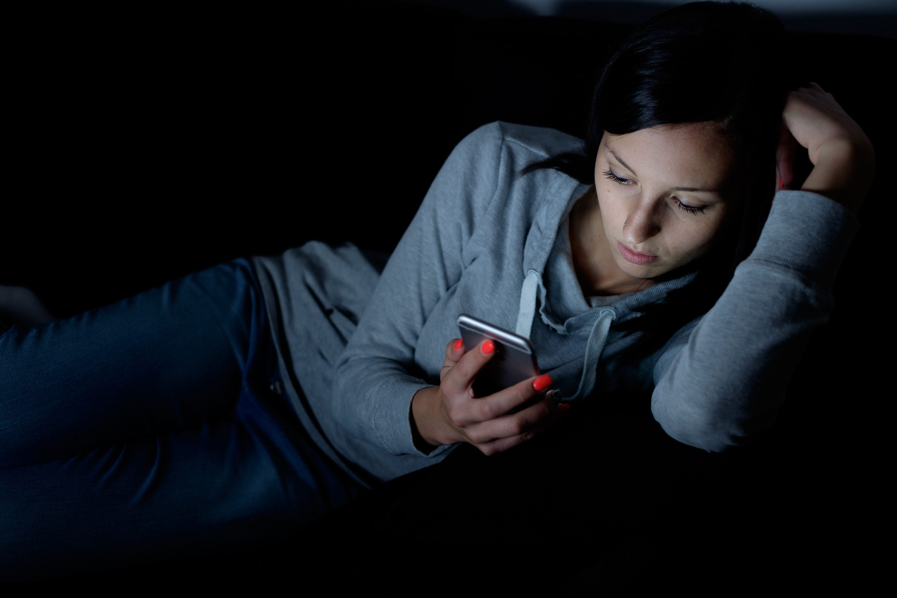 Murdoch and Griffiths Uni study finds teens' latenight phone usage putting mental health at risk