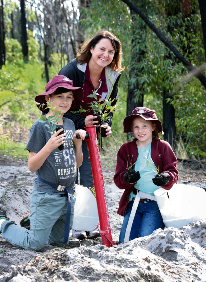 Hudson Herbert, Education Assistant Elisha Herbert and Madeleine Bennett. Students from Aveley Primary School travelled to Yarloop to plant trees in the fire devastated town. Picture: David Baylis d471021