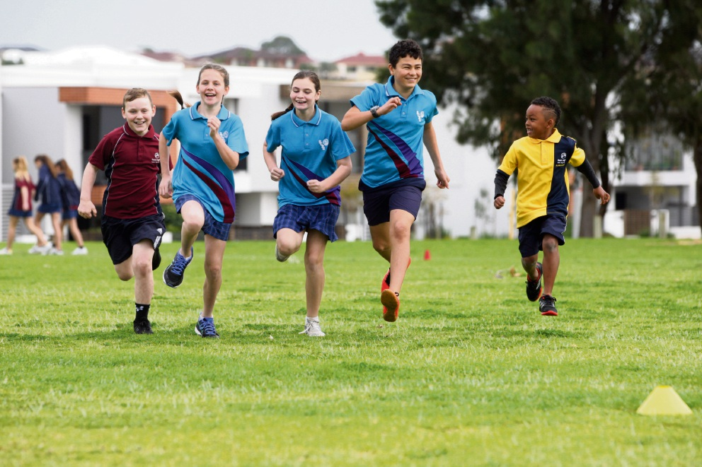 Hard in training for this year's Chevron City to Surf are Coogee Primary School students Matthew Sedlacek, Jessica Sedlacek, Alexandra Waldock, Kim Alzoughbi and Buju Murray Picture: Bruce Hunt www.communitypix.com.au   d472444