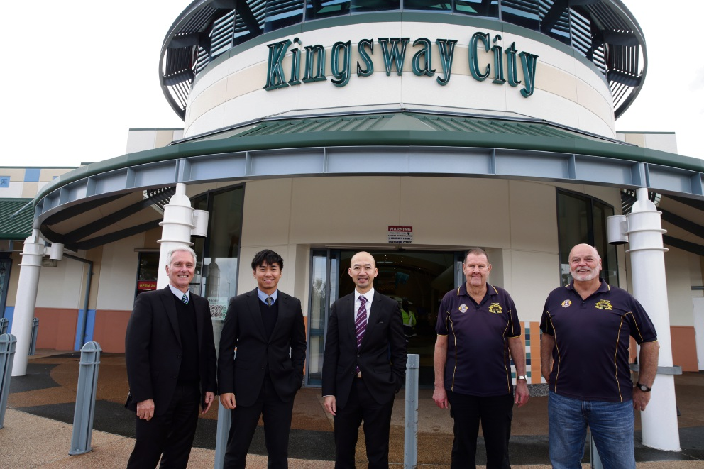Albert Sertorio and Hafiz Kamsadi, of Kingsway City Shopping Centre, City of Wanneroo Cr Hugh Nguyen and Terry Dodd and Brian Anderson from the Lions Club of Girrawheen. Picture: Martin Kennealey  www.communitypix.com.au d472549