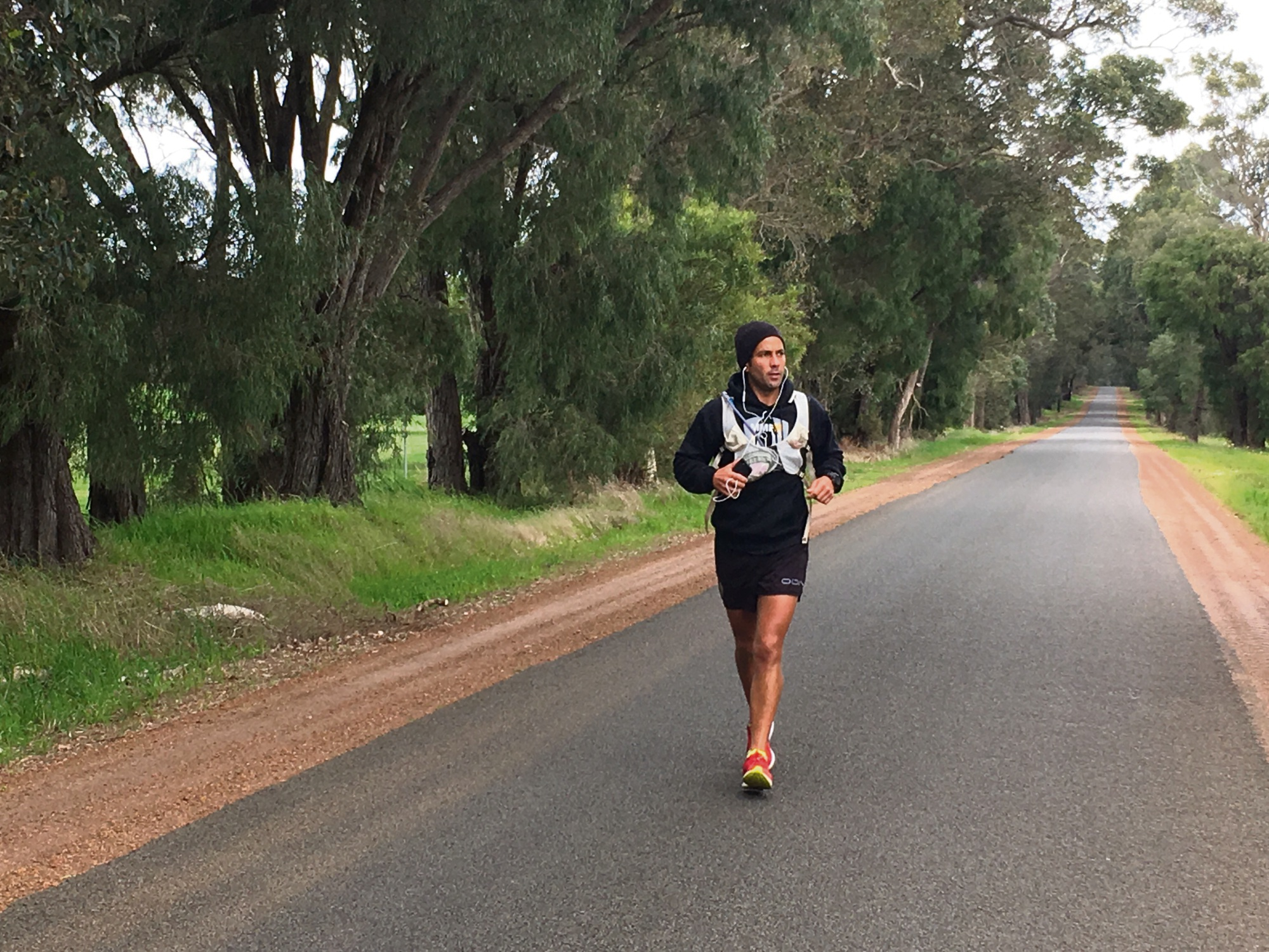 Jamie Milne is raising money for Alzheimer's Australia by running 1800km across the country.