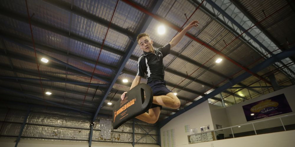Kent St Senior High School student Lachlan Mason (16) has won a big snowboarding competition over east.