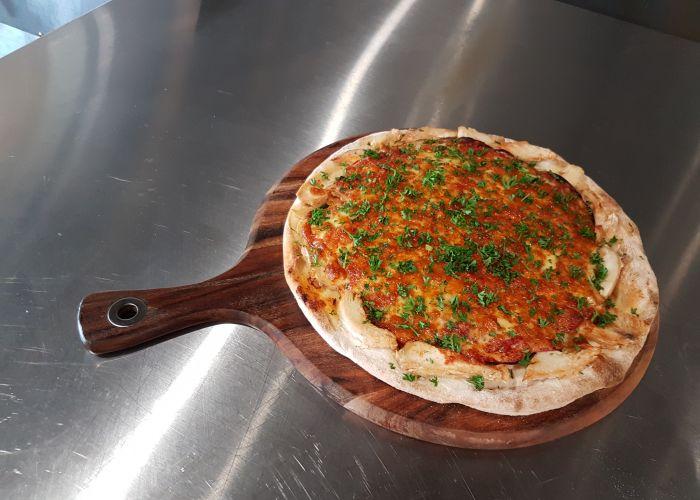 Caffe del Mare's chicken parmi pizza