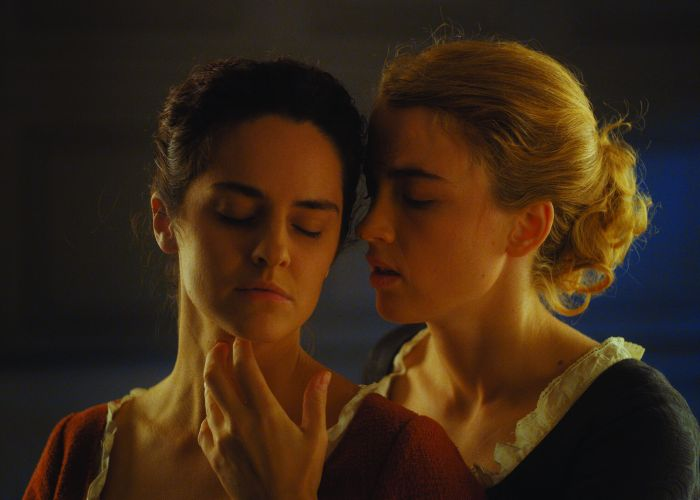 Noémie Merlant as Marianne and Adèle Haenel as Heloise in Portrait of a Lady on Fire.
