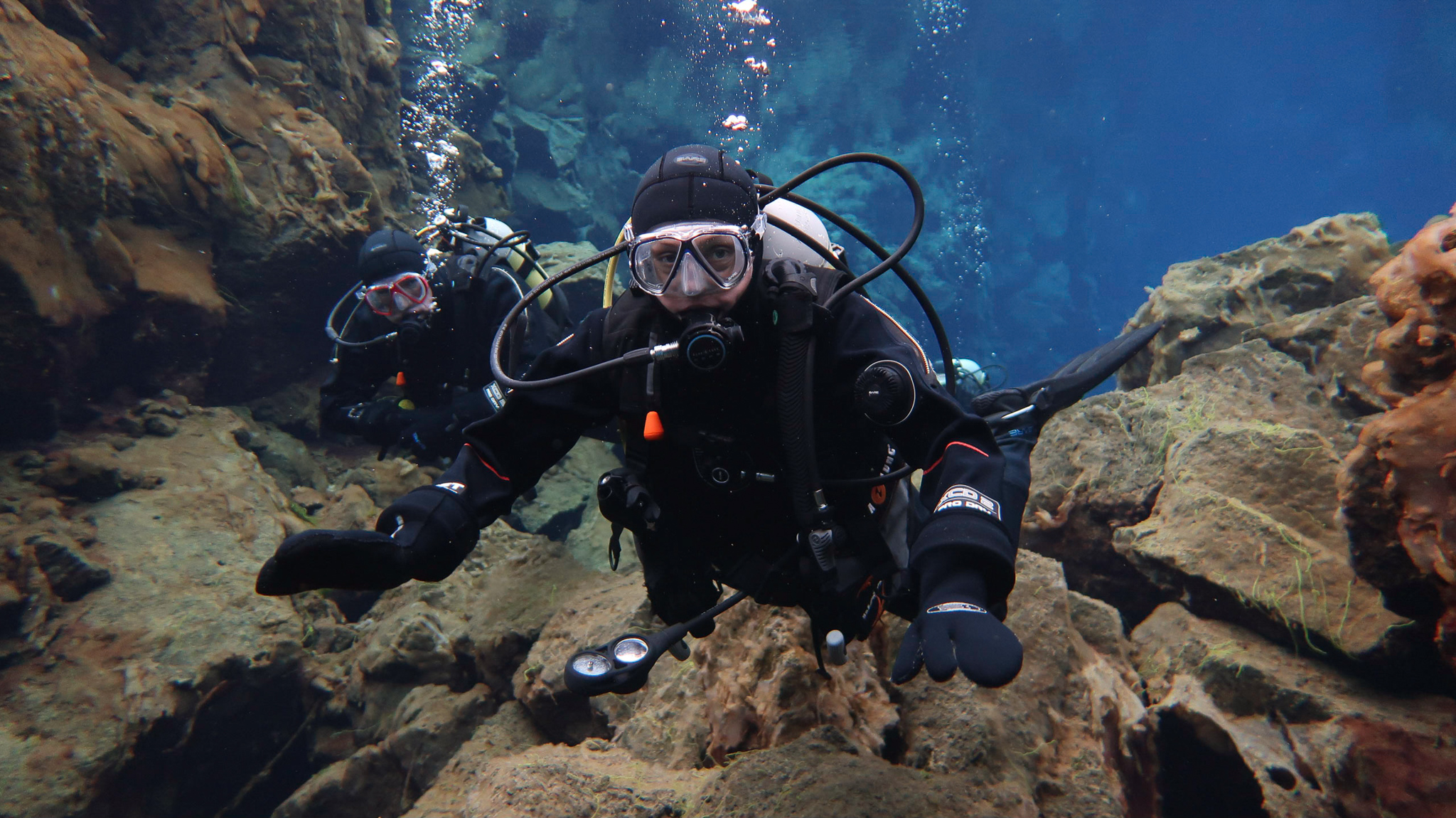 Des and Belinda scuba diving at Silfra Fissure in Thingvellir National Park, Iceland. Photo by Tania Roque of DIVE.IS