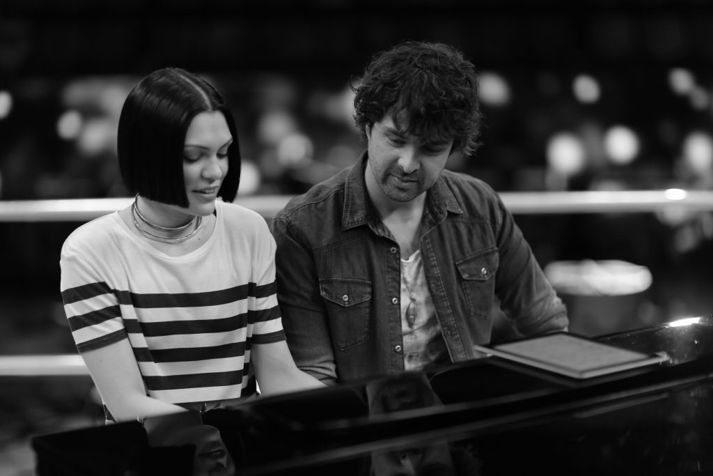 2016 Coach Jessie J and Scott in rehearsals for last year's show.