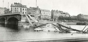 The destroyed Leopold Bridge in the centre of Liege in August 1914. (Photo: Wikimedia Commons)