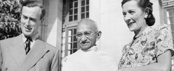 mahatma gandhi fits as a modern day hero Mahatma gandhi fits as a modern day hero (338 words, 1 pages) mahatma-gandhi as a modern day herohero-a person noted for feats of courage or nobility of purpose,.