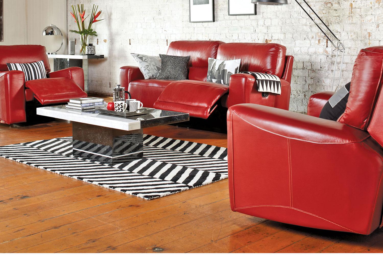 Aménagement salon avec un canapé rouge et murs blancs   forum déco
