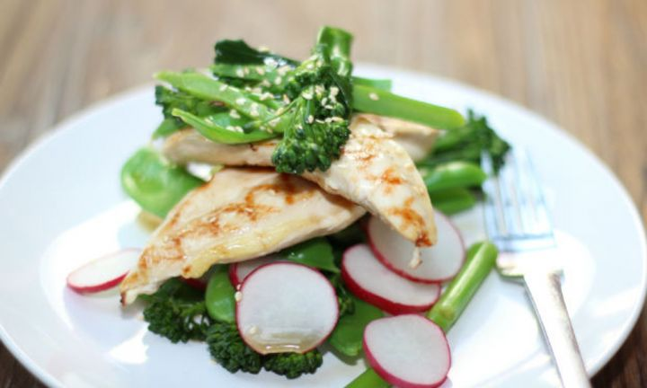 Chicken breasts with sesame salad