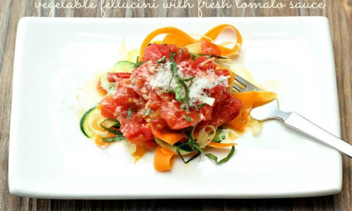 Vegetable fettuccini with fresh tomato sauce