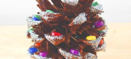 CRAFTS_Makes_Pinecone_christmas_dec