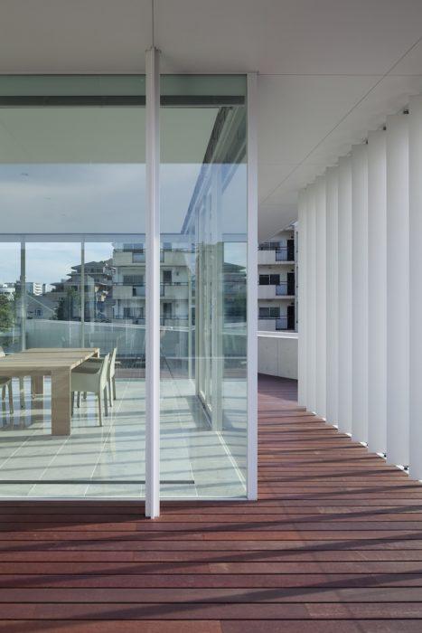 Kishi Glass Corner Low