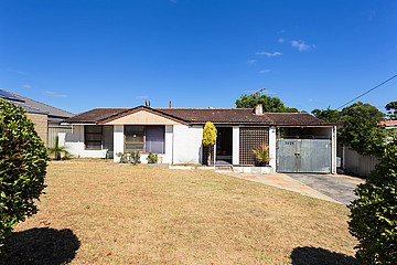 Property in HAMILTON HILL, 13 Isted Avenue