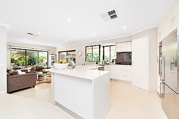 Property in SOUTH LAKE, 8 Chestnut Place