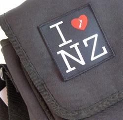 IDS2  I Love NZ Badge - Small