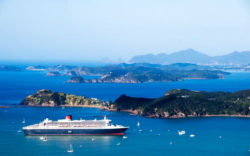 Queen Mary II in the Bay of Islands