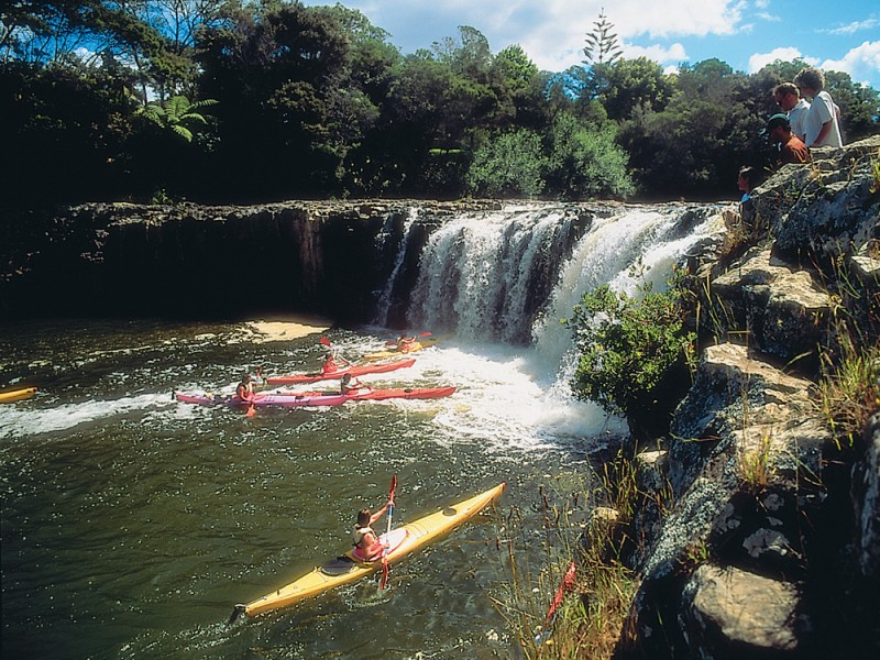 Kayaking to Haruru Falls, Bay of Islands