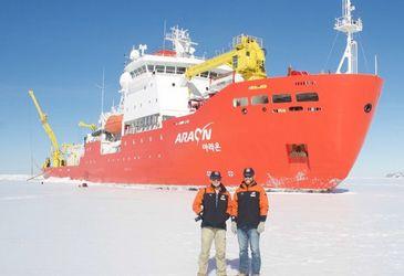 Sonar mapping inside Antarctic glaciers