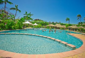 Ensuring a smooth finish for Fiji resort pool