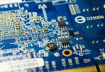 Ultralow power transistors scavenge energy from their environment