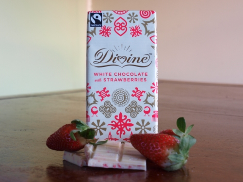 Divine White Fairtrade Chocolate with Strawberries 100g