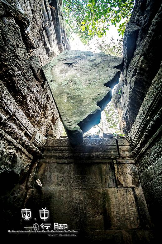 Ta Prohm Angkor falling stone