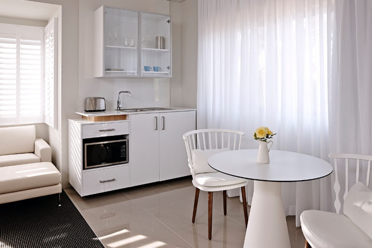 Kitchenette & Dining