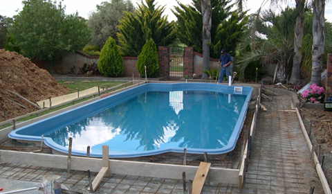 Pool installation melbourne rainwise pools melbourne Fibreglass pools vs concrete pools
