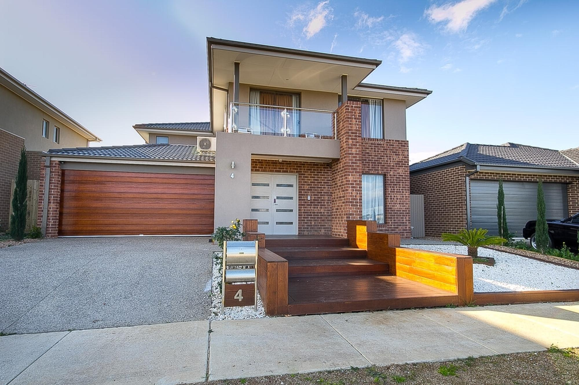 Family Home with Lake View;4 Pindaroi Court, Tarneit