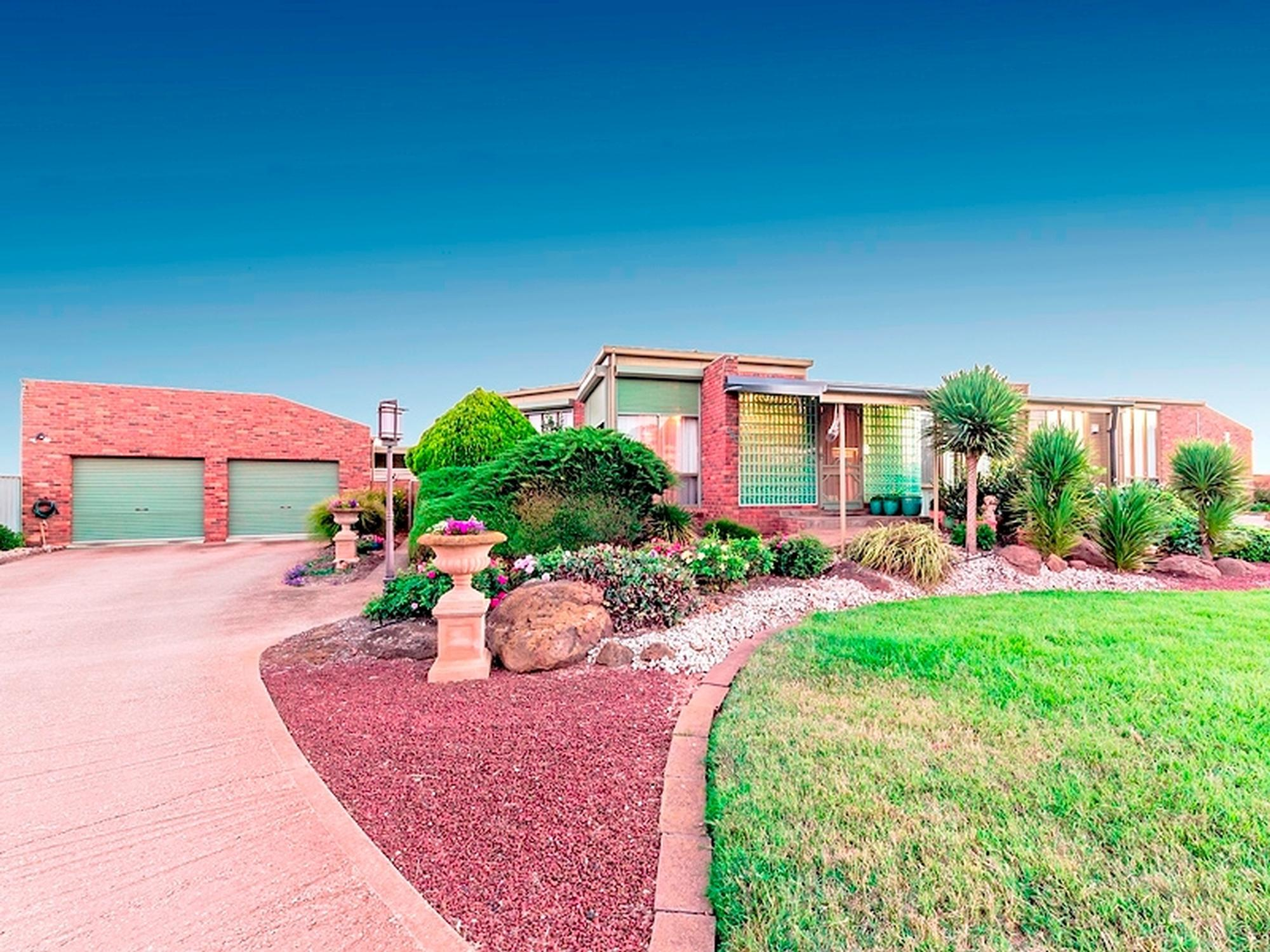 Supreme Family Living;325 Duncans Road, Werribee South