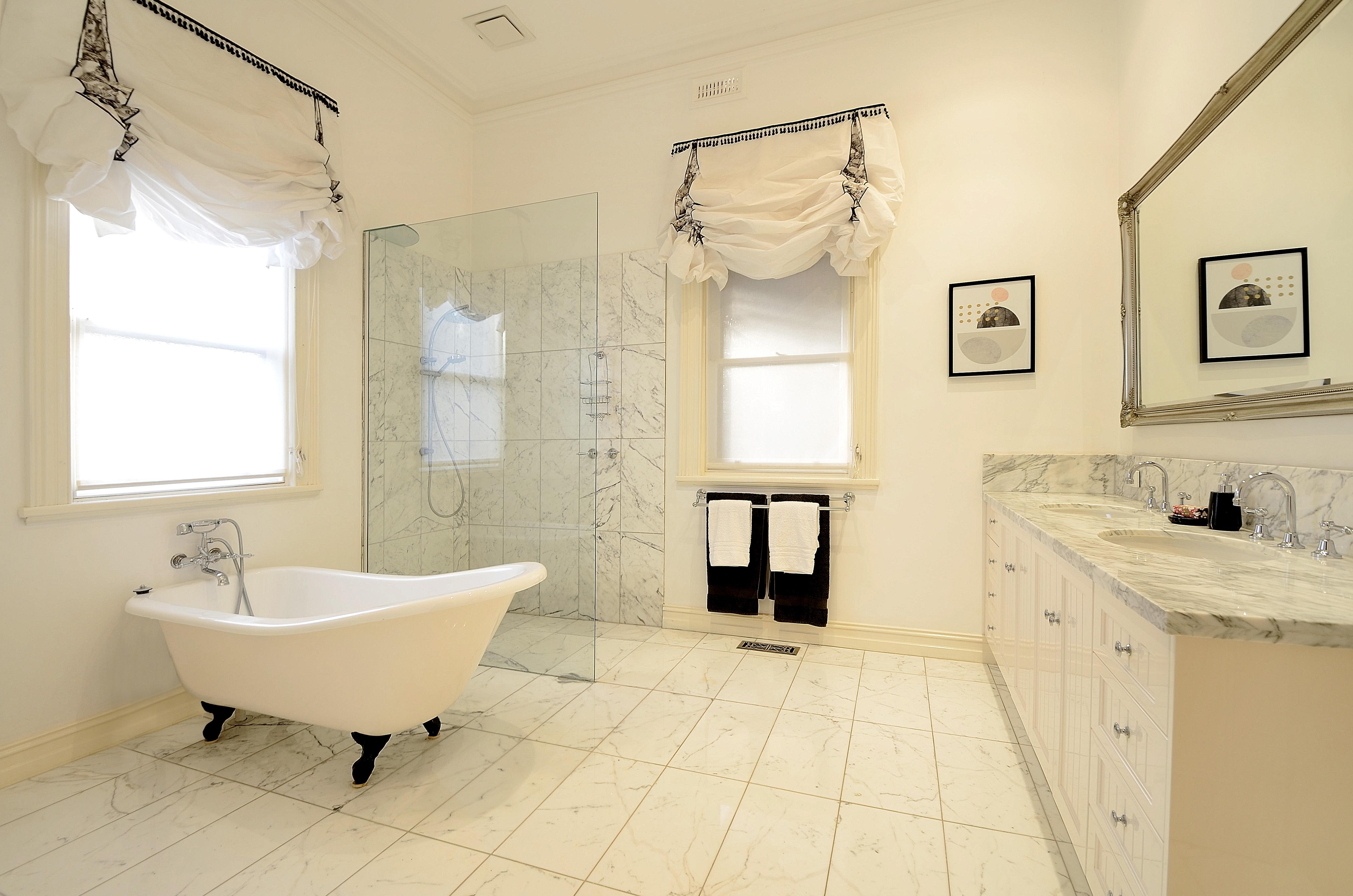 42 Langmore bathroom