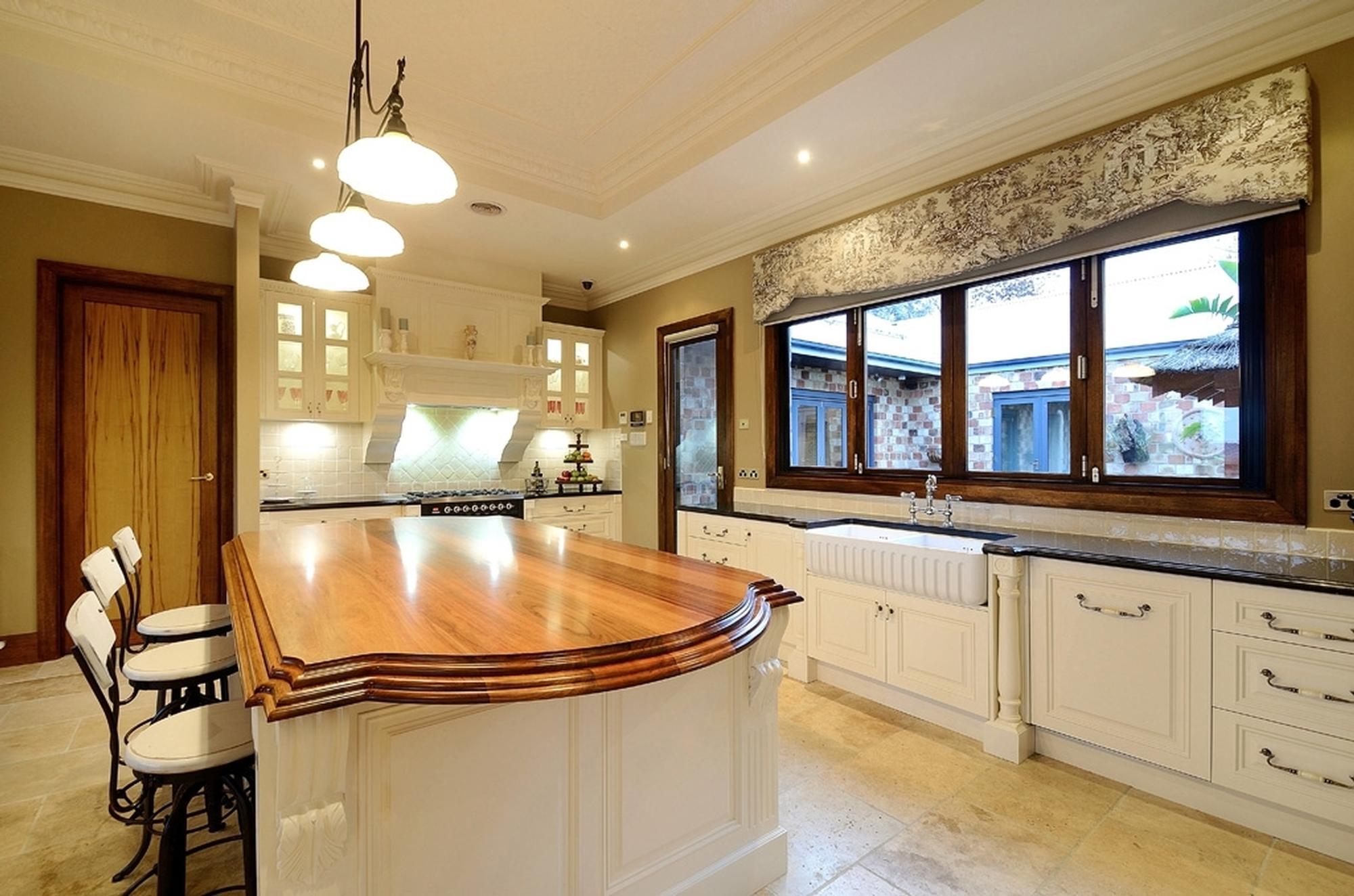101 Buchanan kitchen