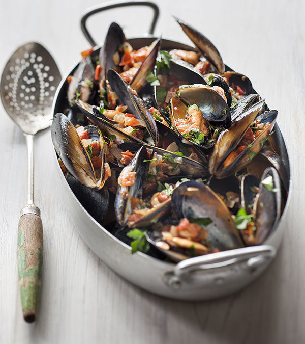 Spanish style mussels with chorizo and tomato