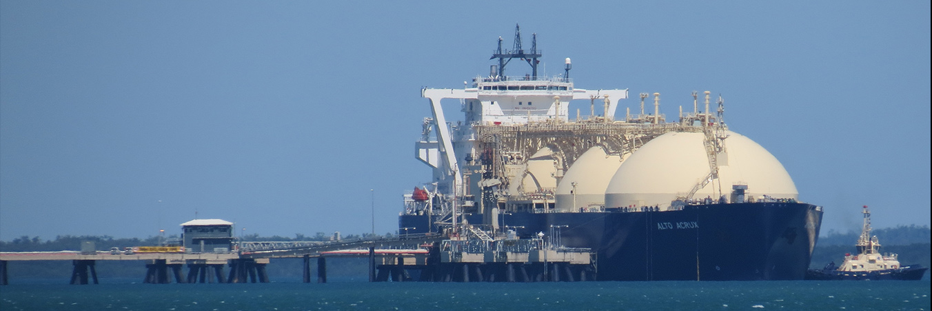 LNG Tanker. By Ken Hodge from Darwin, Australia (IMG_1285) [CC BY 2.0 (http://creativecommons.org/licenses/by/2.0)], via Wikimedia Commons
