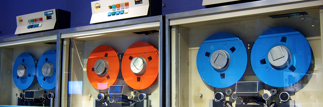 Old mainframe tape drives. By Don DeBold (Flickr: Colorful Tape Drives) [CC BY 2.0 (http://creativecommons.org/licenses/by/2.0)], via Wikimedia Commons