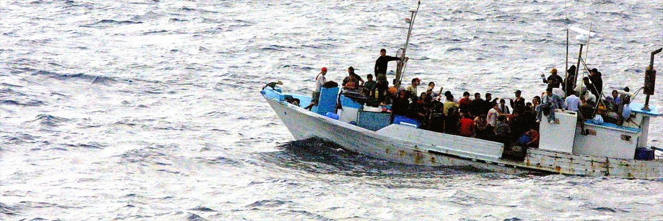 Refugee boat. Image: Wikimedia