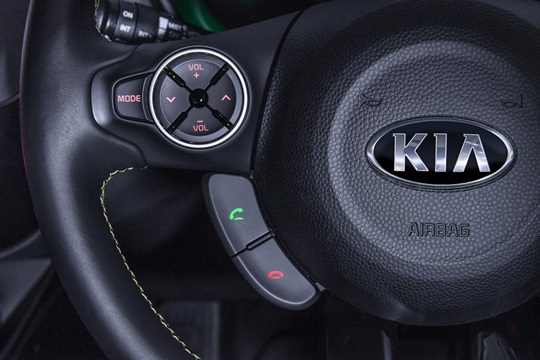 bluetooth-connectivity-with-steering-wheel-controls.jpg